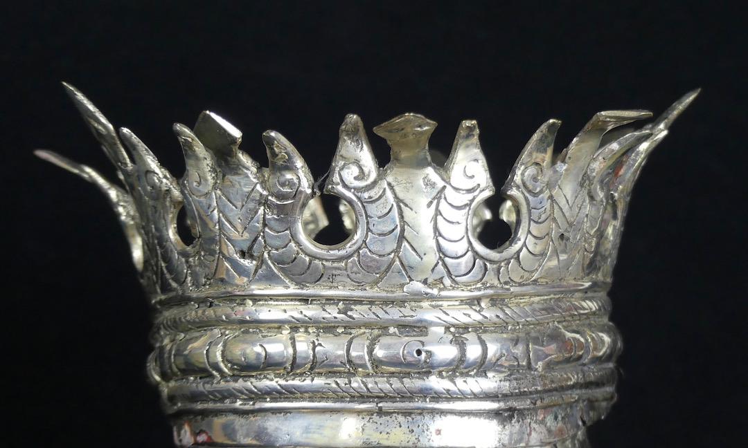 Crâne couronné (détail couronne)