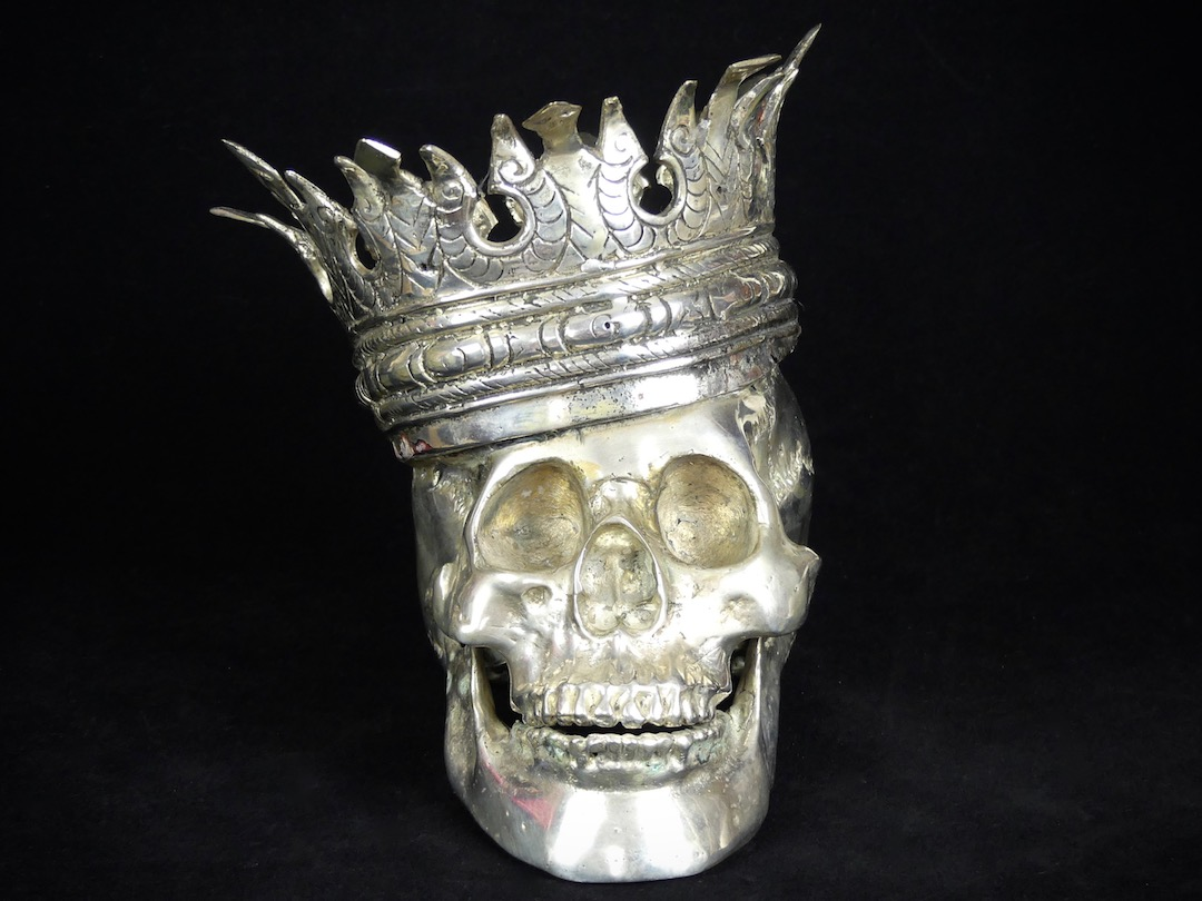 Crâne couronné (face)