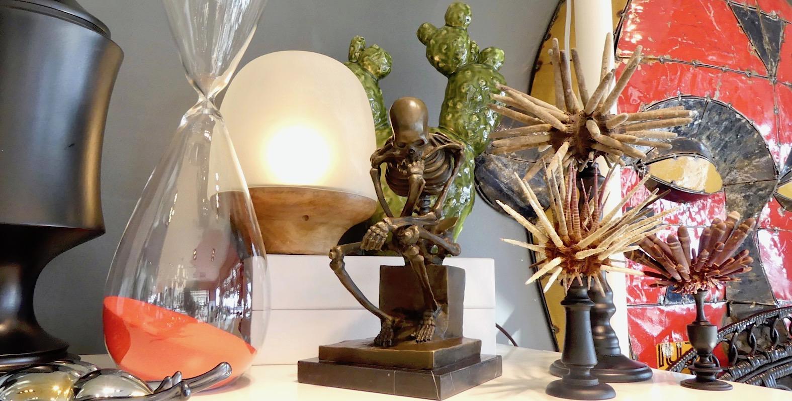 Penseur squelette cactus et oursins